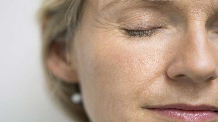 كيف تتغير ملامح الوجه مع التقدم في العمر؟