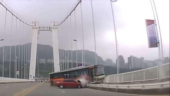 فيديو يكشف سبب حادث الحافلة المأساوي في الصين!
