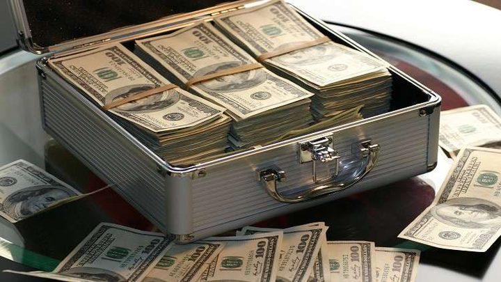 تضحية أم خيانة.. ترك لزوجته حقيبة من النقود واختفى