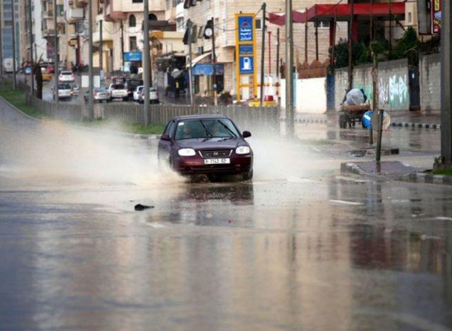 حالة الطقس: زخات متفرقة من الأمطار
