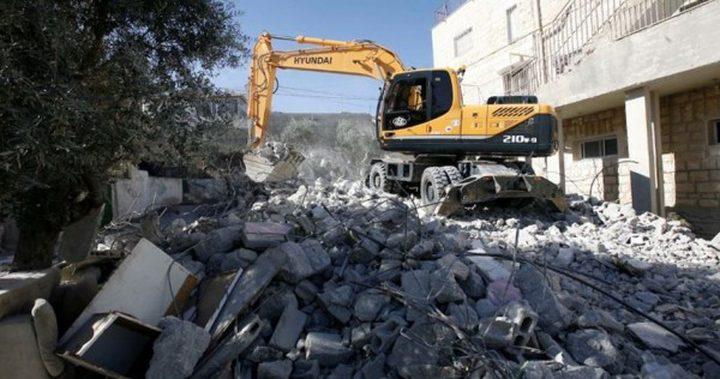 الاحتلال يهدم بناية سكنية في القدس الشرقية