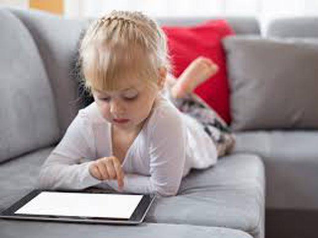 علاقة قصر النظر والسرطان عند الأطفال بالهواتف