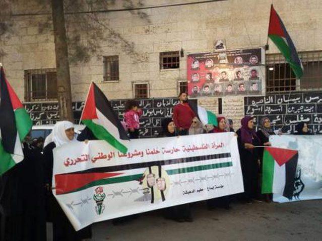 اعتصام نسوي تضامني مع الاسيرات في مخيم الدهيشة