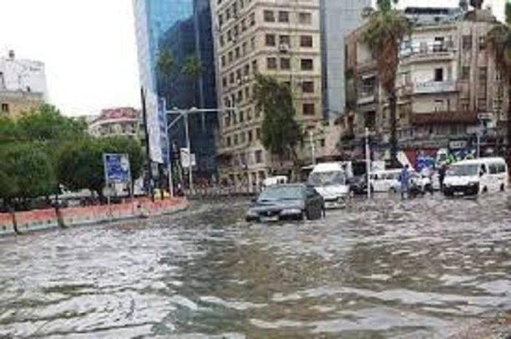 انقاذ عائلات من السيول في عرابة