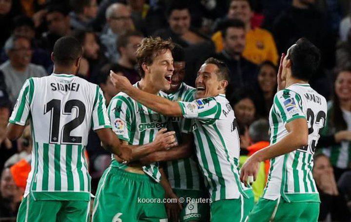 رباعية ريال بيتيس تفسد ليلة عودة ميسي على برشلونة