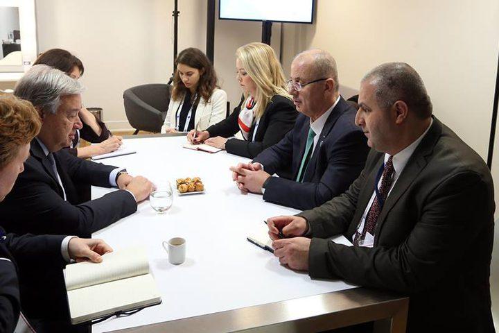 لقاء رئيس الوزراء الفلسطيني رامي الحمدالله الامين العام للأمم المتحدة انطونيو غوتيريس، لبحث اخر التطورات السياسية والاقتصادية، خاصة التصعيد الاستيطاني الإسرائيلي، والخطوات التي تتخذها حكومة الاحتلال لتقويض حل الدولتين.