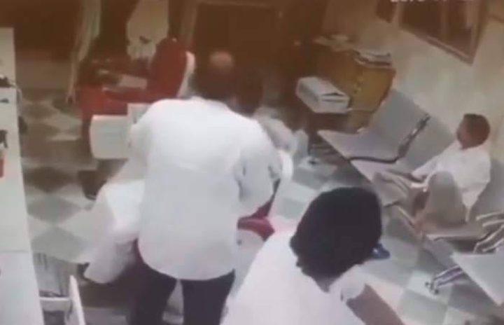 """""""سعودية"""" تقتحم صالون حلاقة بسيارة رباعية الدفع!"""