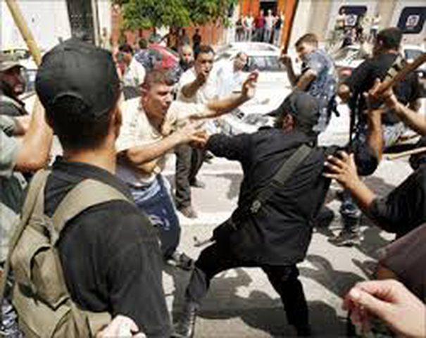 """""""حماس"""" تعتقل وتعتدي على عدد من الشبان"""