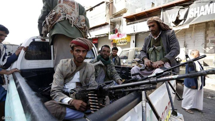 الحوثيون يشددون مراقبة المسؤولين