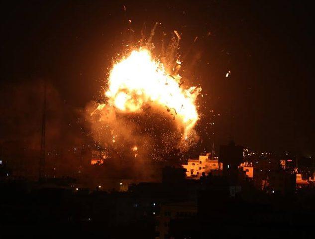 طيران الاحتلال يدمر مبنى فضائية الأقصى في غزة