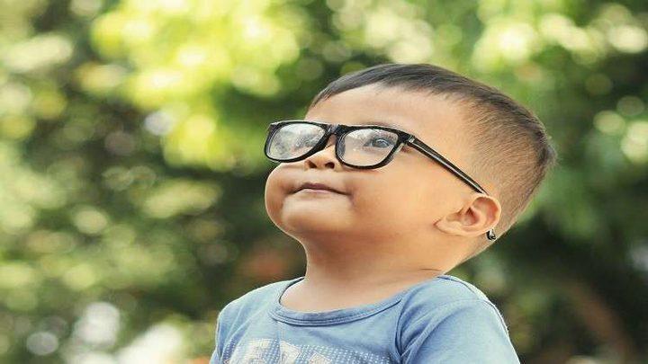 """عادة يومية تهدد الأطفال بـ""""السمنة وقصر النظر"""