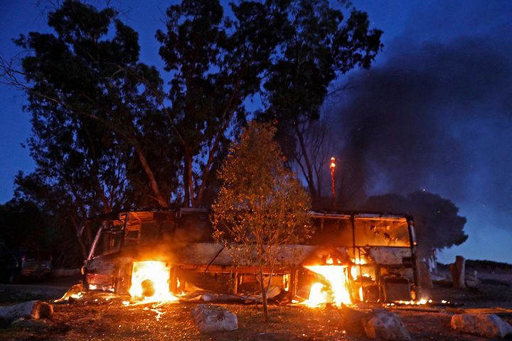 الاحتلال يفتح تحقيقا في حادثة استهداف الحافلة