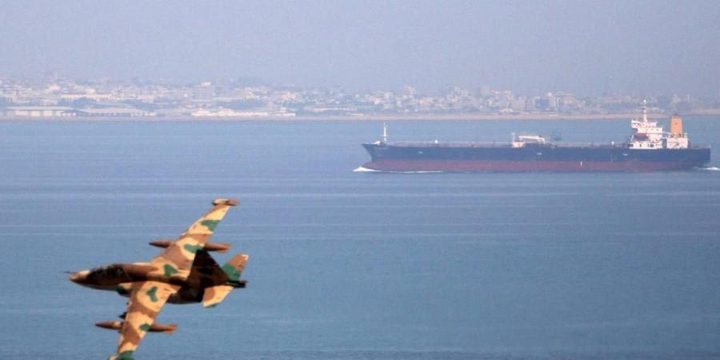 إيران تتعهد بحماية ناقلاتها النفطية