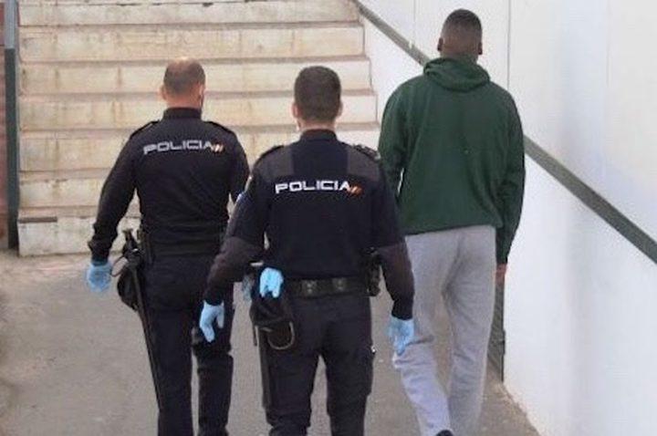 الأمن الإسباني يوقف مغربيين حاولا تهريب مهاجرين