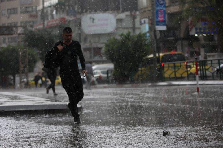 انخفاض درجات الحرارة وأمطار على معظم المناطق