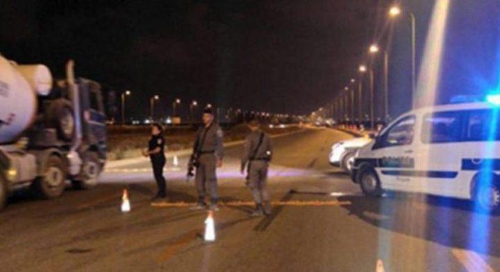الاحتلال يُغلق عزون ويمنع الحركة بالمنطقة