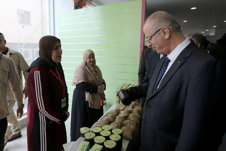 رئيس الوزراء د.رامي الحمد الله خلال افتتاح معرض غذاؤنا،في مدينة جنين