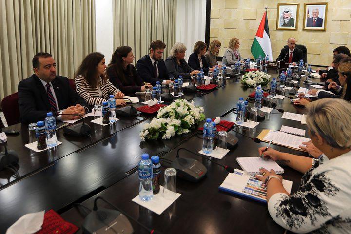 """رئيس الوزراء رامي الحمد الله، يستقبل ممثلي عدد من الدول المانحة للقدس الشرقية والمناطق المسماة """"ج"""""""