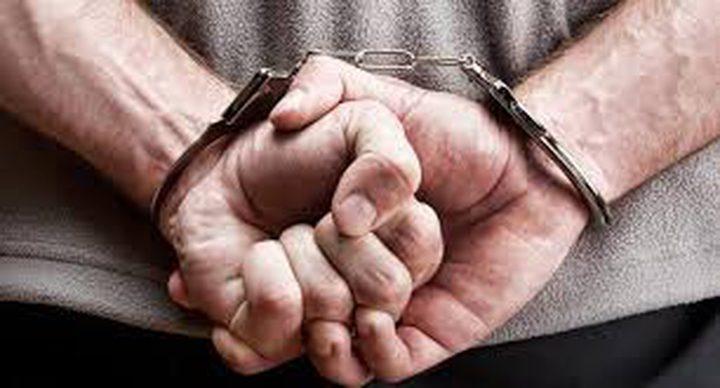 القبض على شخصين مشتبه بهما بجريمة السلب في الخليل