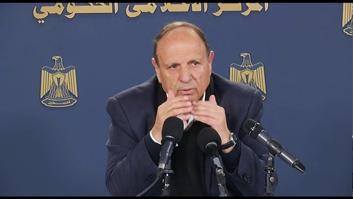 الاحتلال يمنع وزير شؤون القدس من السفر