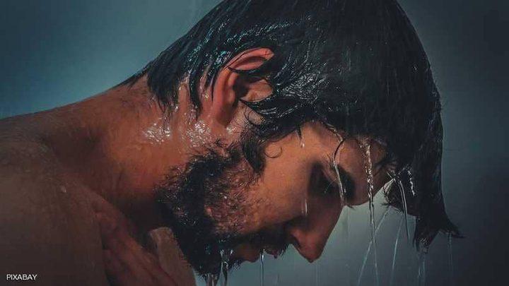 أخطاء خلال الاستحمام تدمر شعرك وبشرتك.. تجنبها