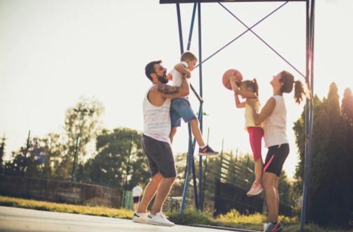 دراسة: ممارسة الأب للرياضة تعزز صحة أطفاله