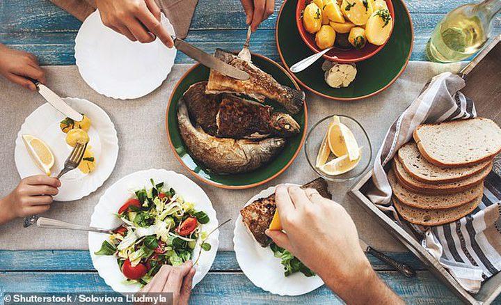عشاء العائلة يوجه المراهقين لاتباع نظام غذائي صحي