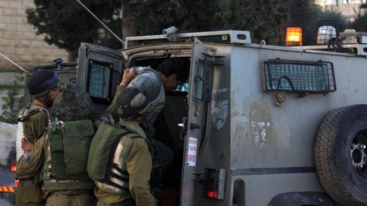 الاحتلال يعتقل فتى بزعم حيازته سكيناً