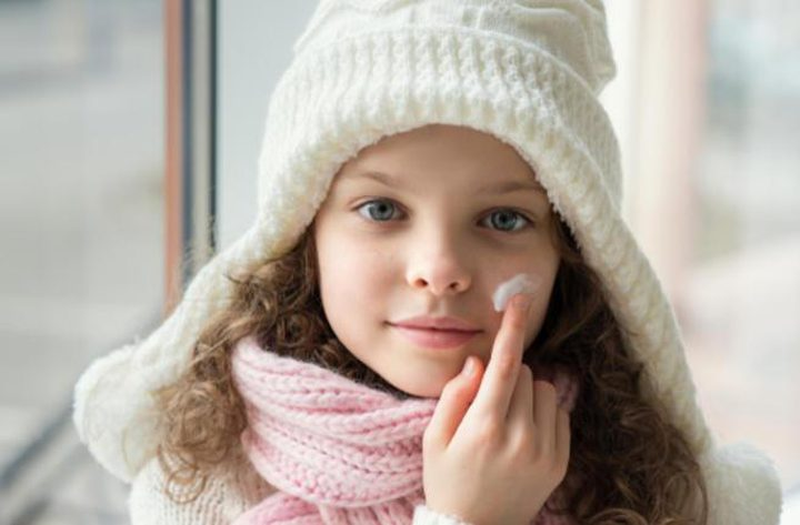 احمِ طفلك بهذه الكريمات في الشتاء