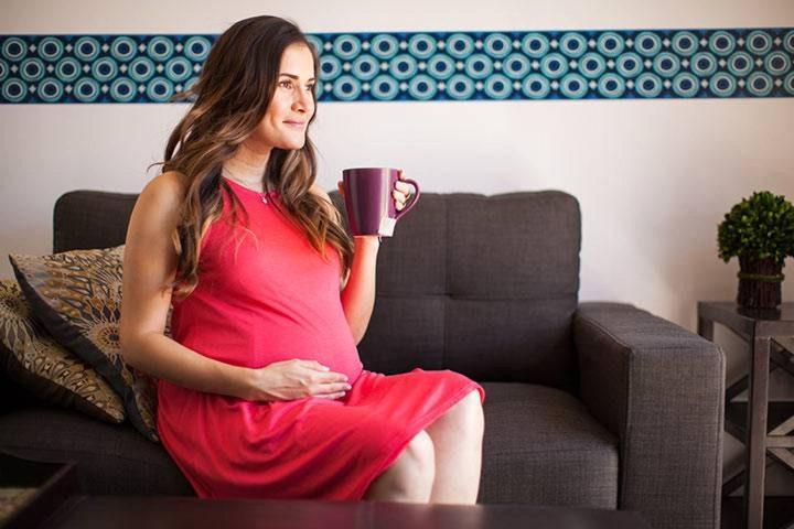 للأم الحامل..تناول الشاي والقهوة يضر بحجم الجنين