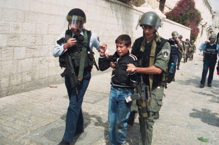 قوات الاحتلال تعتقل طفلين في الخليل