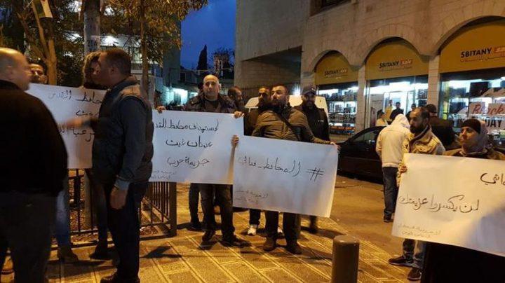 الاحتلال يقمع وقفة منددة باعتقال المحافظ غيث