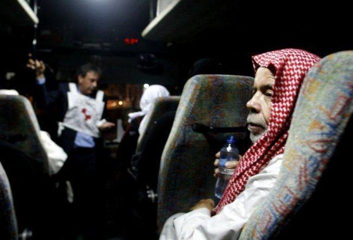 20 من أهالي أسرى غزة يزورون أبنائهم في سجن نفحة