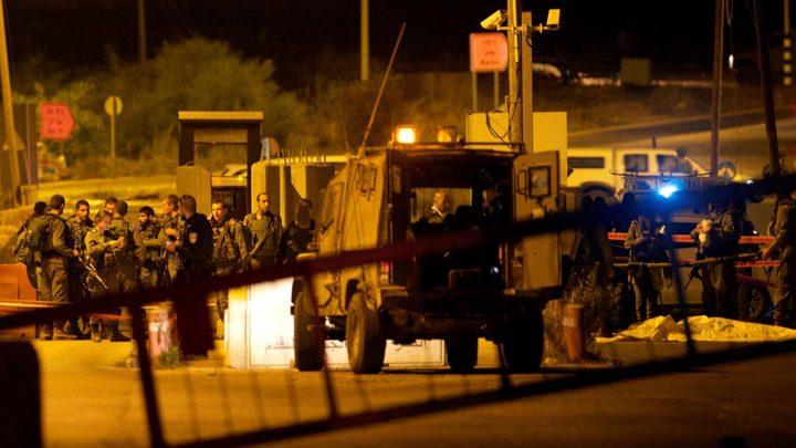 """قوات الاحتلال تغلق حاجز """"بيت ايل"""" في كلا الاتجاهين"""