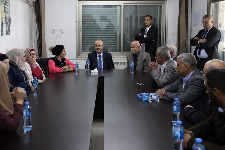 الحمد الله يقوم بزيارة لهيئة شؤون المنظمات الاهلية ويطلع على سير عملها