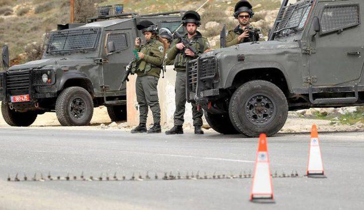 الاحتلال يغلق مدخل دير أبو مشعل شمال غرب رام الله