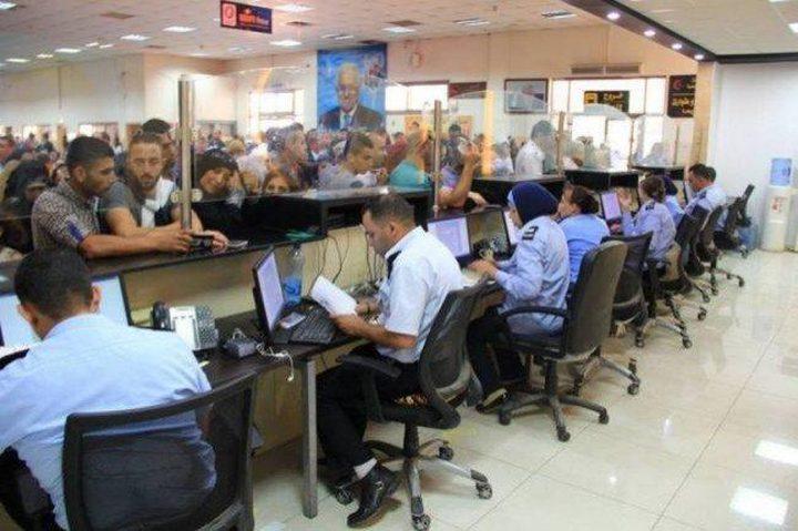 الاحتلال يمنع سفر 8 فلسطينيين من معبر الكرامة