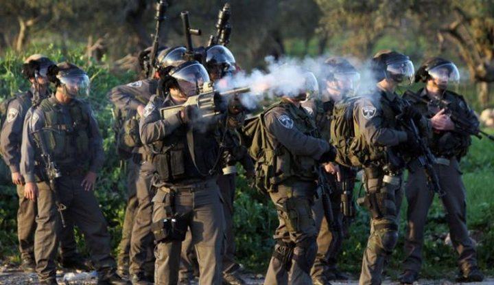 الاحتلال يستهدف منازل المواطنين بالغاز جنوب الخليل