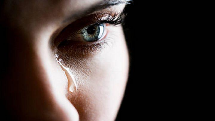 أداة تحفز البكاء لمنع جفاف العيون!