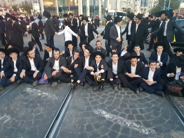 الشرطة الاسرائيلية تعتقل 24 متظاهرًا في القدس