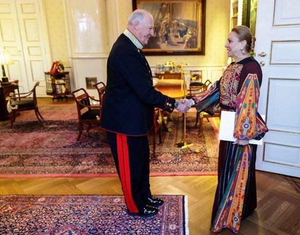 السفيرة سيدين تقدم أوراق اعتمادها لملك النرويج