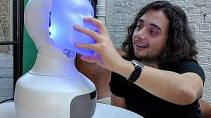 """""""فورهات"""".. روبوت بمشاعر وأحاسيس بشرية!"""