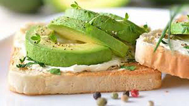 """6 أطعمة """"دهنية"""" لها مفعول السحر في خسارة الوزن"""
