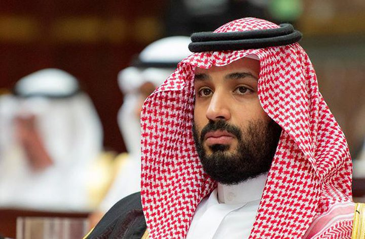"""ولي العهد السعودي يهدي طفلاً """"مرسيدس"""""""
