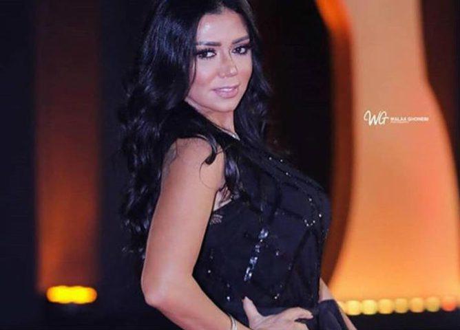داعية مصري يهاجم الفنانة رانيا يوسف بسبب فستانها