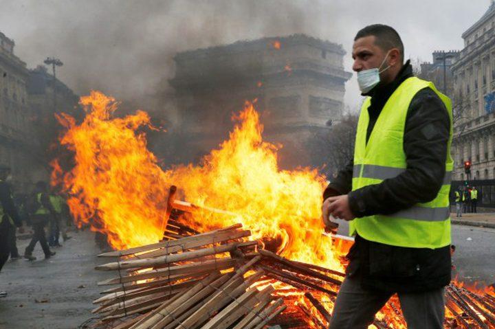 النيران تشتعل في شوارع باريس
