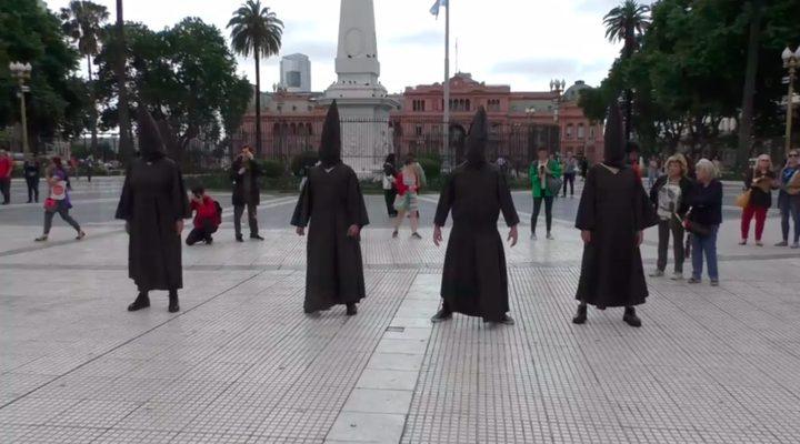 """بوينس آيرس الأرجنتينية تتحول إلى مدينة """"زومبي""""!"""