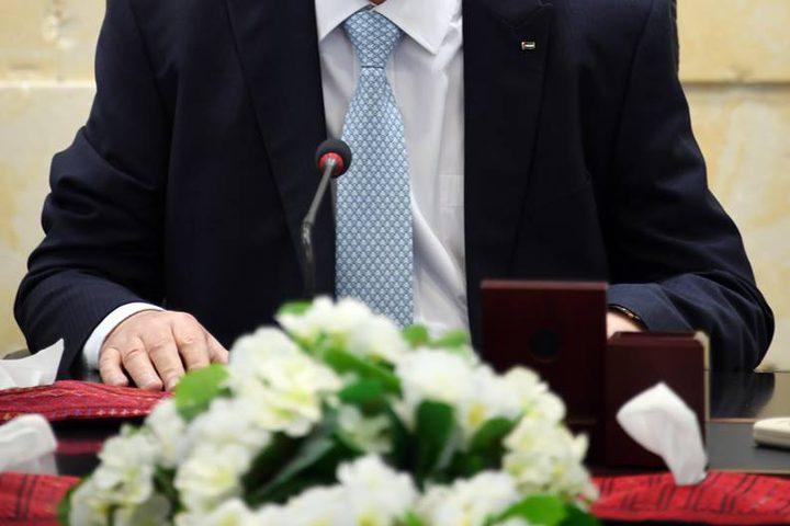 رئيس الوزراء د. رامي الحمد الله يستقبلوفدا من نقابة المحاميين برئاسة نقيب المحامين جواد عبيدات، حيث بحث معهم عددا من القضايا الهامة، وعلى رأسها قضية الضمان الاجتماعي.