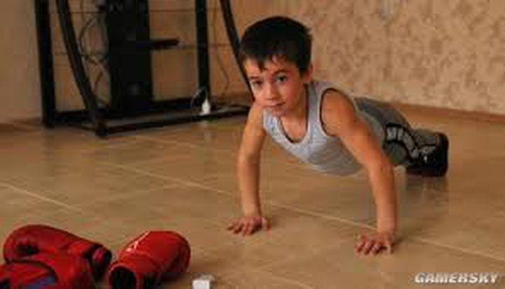 حقق المستحيل.. طفل يجري 3000 تمرين ضغط مرة واحدة!