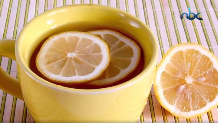 فوائد شرب الليمون على معدة فارغة مع الماء الساخن
